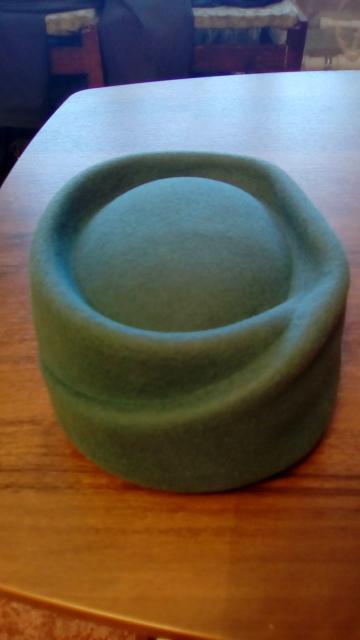 Женский головной убор шляпа – таблетка  из фетра станет вашей визитной карточкой в мире роскоши и благородства,  цвет морской волны,  57 размер новая, с этикеткой