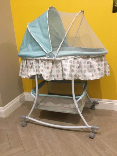 Продам люльку на колёсиках для новорожденных. Состояние отличное,есть маскитная сетка.