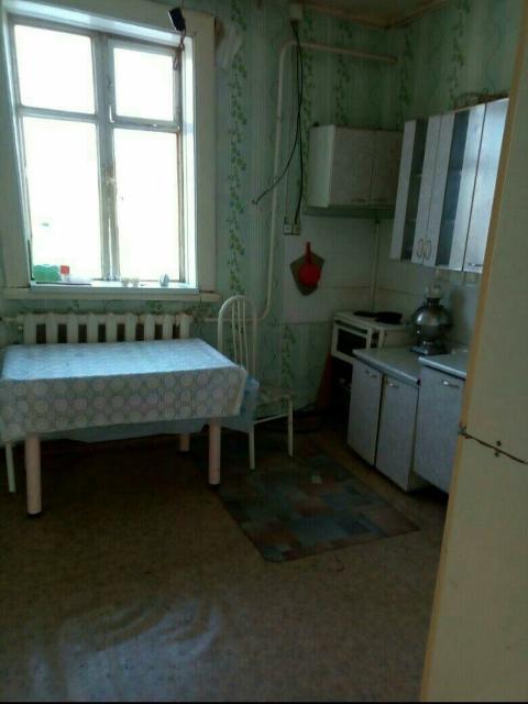 Продам квартиру  по ул 8марта. Второй этаж, теплая, с/у, душ(септик) косметический ремонт. Спокойные соседи, на площадке всего две квартиры.