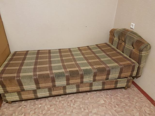 продаю кровать 1 местный