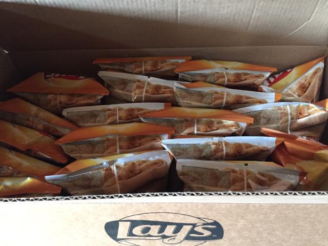 Продам коробку чипсов лейс «сыр» просроченные на полтора месяца,в коробке 18пачек по 80гр. Доставка