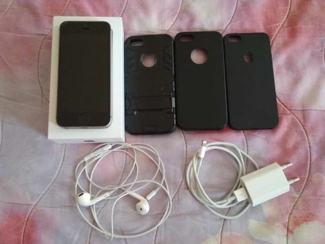 Срочно Продаю или меняю Iphone se 32gb space grey полный родной комплект состояние нового 3 чехла стоит стекло интересует Самсунг А5 2017 желательна чёрный цвет