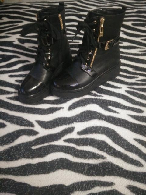 Продам демесезонние ботинки размер 37,38, цвет чёрный