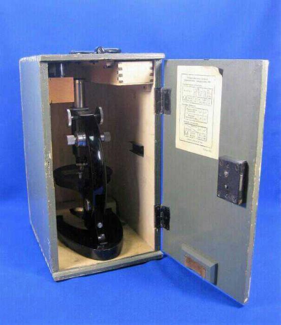 Представляю микроскоп «МУ» № 05342. Страна: СССР Время: 1938 год Размер: высота микроскопа 305 мм. Размер ящика: 355х198х256 мм Материал: дерево, стекло. Состояние: идеальное.