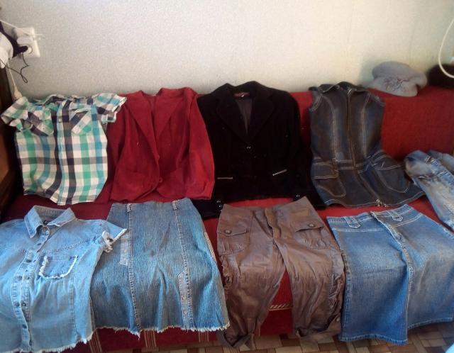 Цена за единицу.Состояние отличное.Пиджаки вильветовые:черный 44-46; бордовый 42-44.