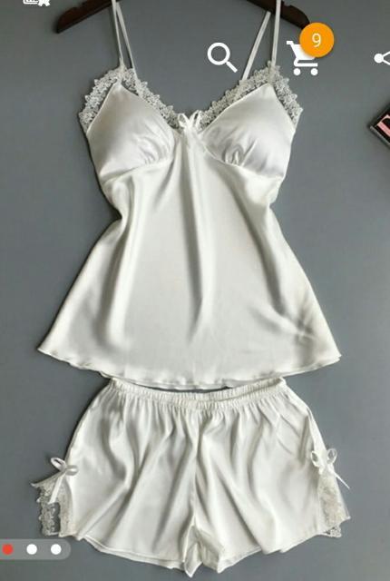 Продаю атласную пижаму с кружевами,  белого цвета, р 42-44 совершенно новая. Причина продажи - размер не подошел