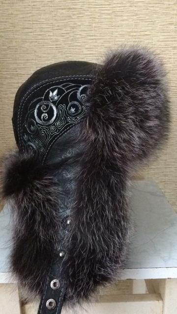 В связи с переездом продаю шапку чернобурка + кожа, размер 59. Идеальное состояние, одевала пару раз. ТОРГ