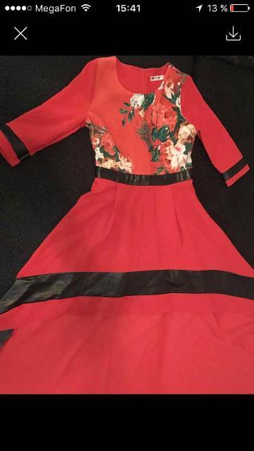 Продаю вечернее платье размер 48. Впереди короткая юбочка, плавно перетекающая в длинный шлейф.