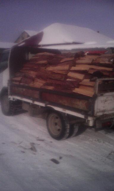продаю дрова листвнница сухая прошлогодняя. Есть моб. банк