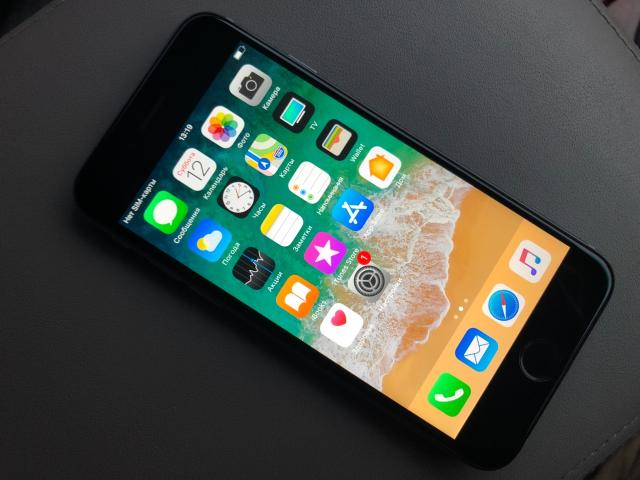 Продам iPhone 6 на 64гб в Идеальном состоянии. С Документами. Полный комплект (наушники, усб, адаптер) Абсолютно всё работает, и никогда не ломалось. Без торга и обмена!