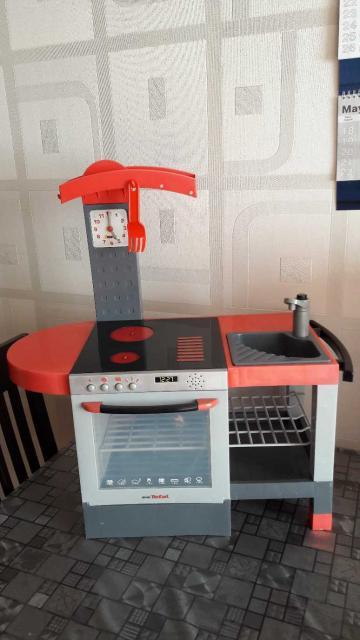 Продается детская кухня, и холодильник с наполнением продуктами в отличном состоянии. При нажатии кнопок, издают звуки.