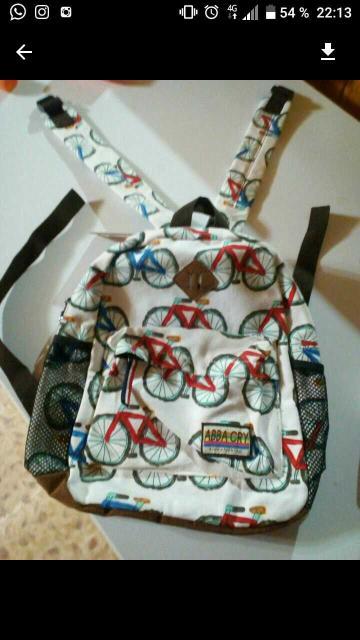 Продаю детский рюкзачок.Абсолютно новый есть этикетка.Можно в садик или на прогулку.100% х/б. Удобный передний карман на молнии,регулируемые ремешки.