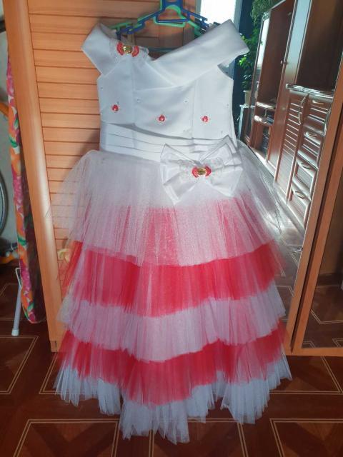 Платье на девочку, 6-8 лет, длина платья 1 метр, цвет соответствует фото, состояние 5/5, надевалось 1 раз на выпускной, уместен разумный торг