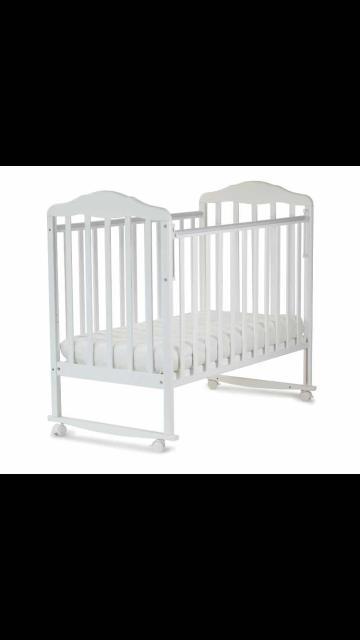 Продаю детскую кроватку. В хорошем состоянии. С матрасом. Имеет съемные колесики. Два положения.Бортик опускается. Цена-5.000 т.р.  89244696969