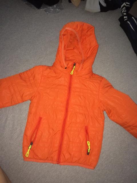 Продаю лёгкую курточку на рост 118-120 , 500₽