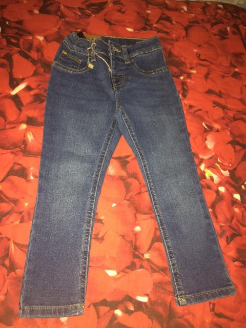 Продаю новые джинсы на рост 98-104, 800₽