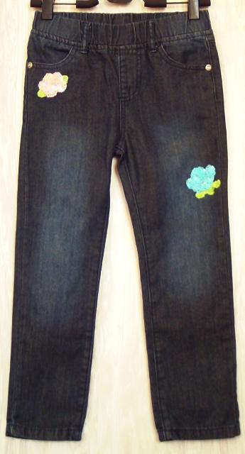 Продаю стильные джинсы с нашивками из пайеток - розовый и голубой цветочки, тёмно синие, рост 122 см на возраст 6 лет,  в отличном состоянии, за 500р. тел +79245670363 ватсап.
