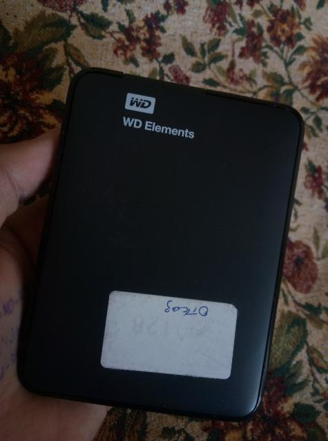 Продаю на запчасти переносной хард диск на 1трбайт. Проблема: не находит компьютер.Торг