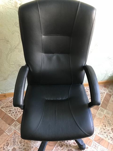 Продаю офисное кресло руководителя б/у