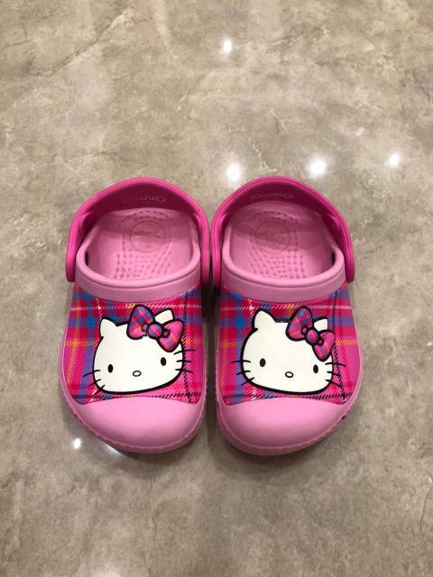 Кроксы для девочки, размер 21-22 в идеальном состоянии, ношены всего пару раз