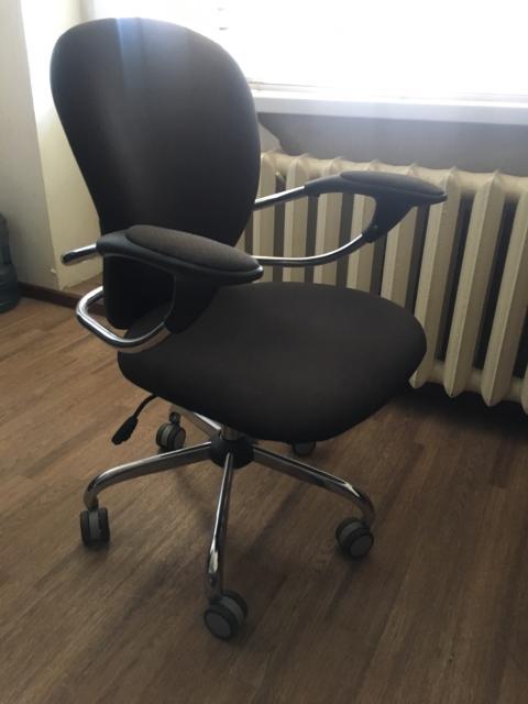 Кресло в отличном состоянии ничего не сломано торг
