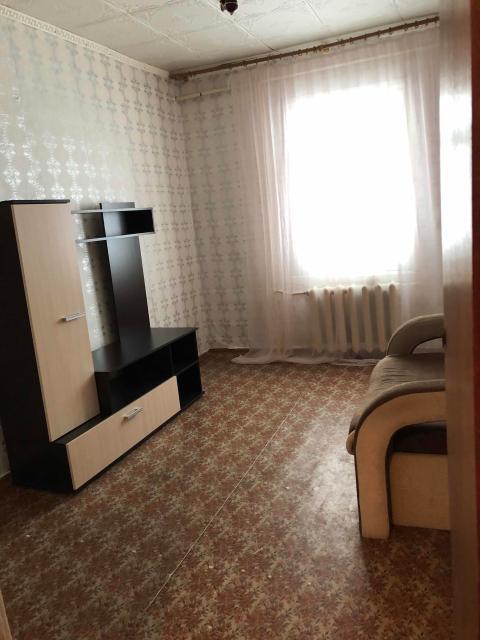 Срочно продаётся 2-х комнатная благоустроенная квартира в деревянном доме в район Ёлочки. 2 этаж с мебелью, бытовая техника, Новый ремонт. Перспектива сноса. Развитая инфраструктура.