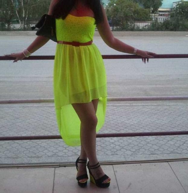 Продаю летнее яркое платье со шлейфом размер 44-46. (Маленький косяк есть) Доставка по центру