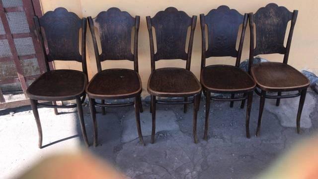Стулья Тонет (Thonet), 19 век. Цена за штуку. В наличие 5 штук.  Товар находится во Владивостоке. По вопросам доставки обращаться в WhatsApp по номеру 89046298848 или на почту 2560079@mail.ru.
