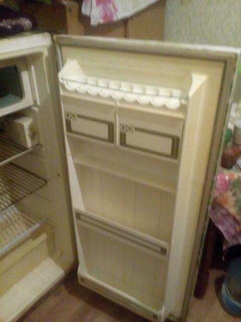 Продаю рабочий холодильник в хорошем состоянии самовывоз звонить по номеру 89659946578