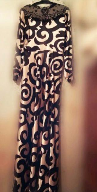 Продам 2 новых платья. Подойдут для выпускниц, размер S. Покупала в другом городе, ни разу не носила, этикетки на них есть. Покупала первое за 3500р, второе за 4000р, продам каждое за 2500р.