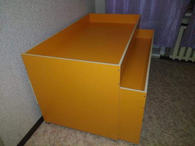 Продаём детскую трёх ярусную кровать. Кровать в отличном техническом состоянии. Нижний ярус на фото не показан. В подарок поролоновые матрасы. Цена 8000.