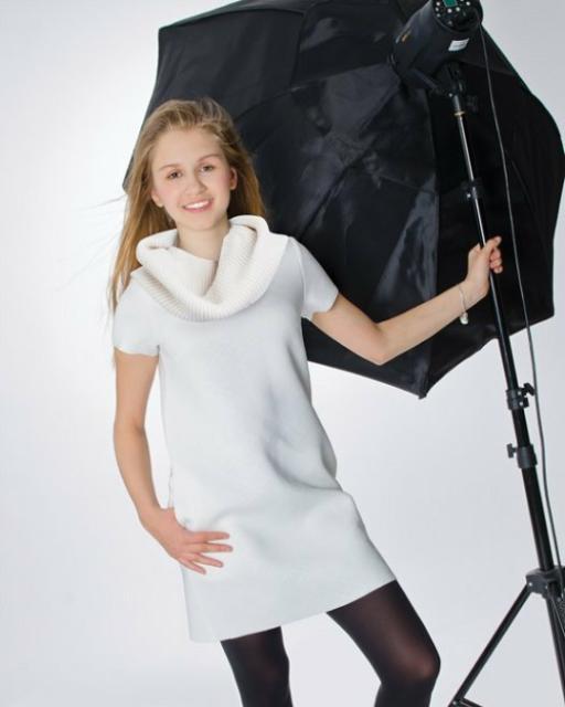 Продаю Нарядные платья для девочек в отличном состоянии(одевались только один раз), размер 158. Белое стильное платье из коллекции Селфи от Gulliver. Сапфировое платье с легким мерцанием от Acoolakids. Ярко-синее приталенное платье от Acoolakids.