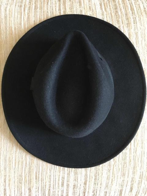 Шляпа в идеальном состоянии, куплена в прошлом году за 2 т. с официального сайта H&M. Практически не одевалась. 100% шерсть, размер L/58.