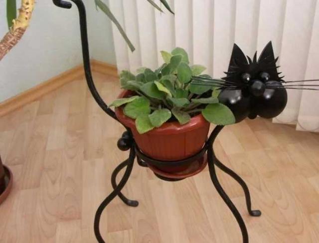 """продаю подставки под цветы """"кот"""" с элементами ковки./не китай/ сделаны своими руками.фото по ватсапу."""