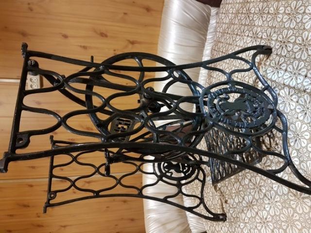 Редкая чугунная ажурная станина от швейной машинки *ЗИНГЕР* под столик или мангал.цена 14 000 рублей.т.89142850360