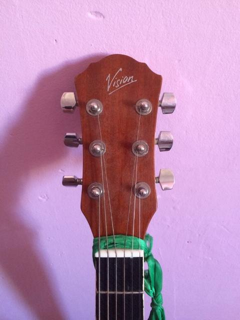 Продаю акустическую гитару Vision Есть ремень и чехол