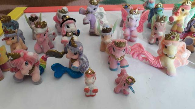 Продаются маленькие пони, 25 штук, пони-русалки, пони-единорожки, пони-феи, и т.д.