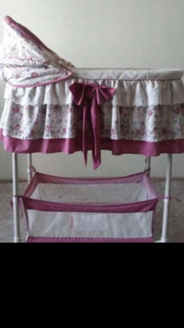 продаю в хорошем состоянии кроватку-люльку, в разобранном виде. чехлы легко снимаются и стираются,колесики все на месте, очень удобно передвигать в небольшом помещении👍🏻