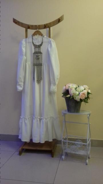 Платье халаадай белого цвета. Ткань кашибо. Размер 42.44. Ношена один раз.