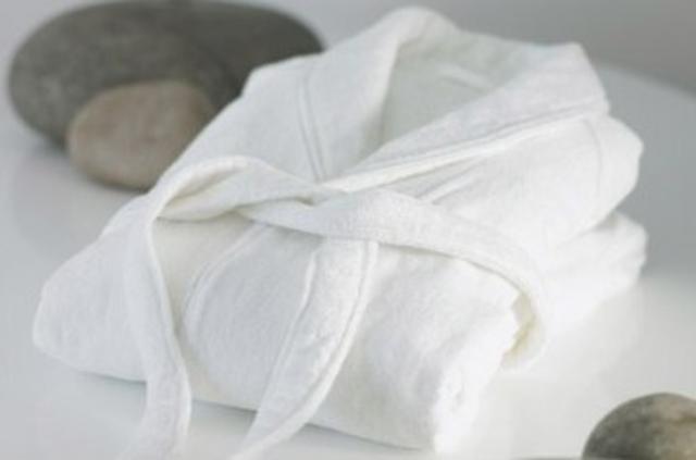 продаем халаты банные, новые 1500р  б/у 800р безразмерные