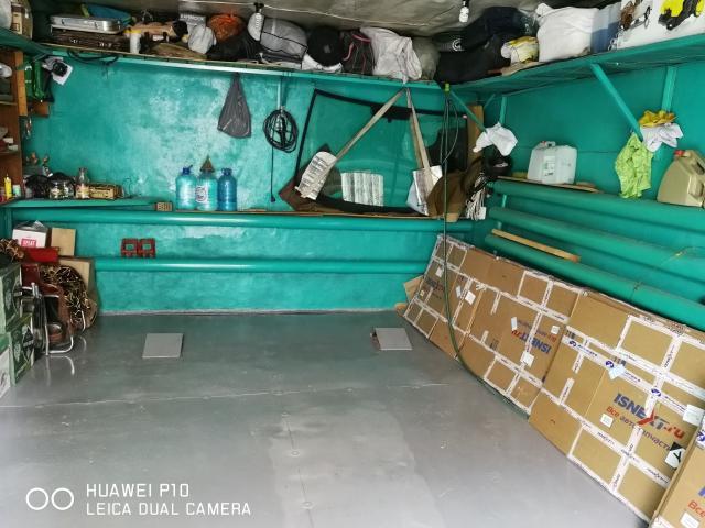 продаю шлакоблочный теплый гараж 5.8х3.8м. в районе водоканала.Земля и строение в собственности.Теплый,ухоженный.Продаю с торгом.