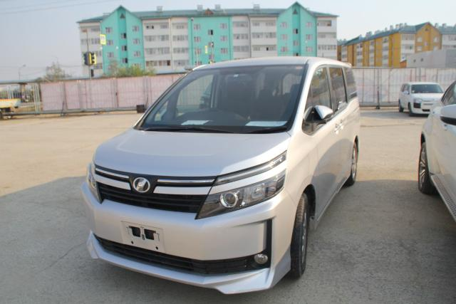 Продаю Toyota Voxy 2014 г.в. Б/П V-2.0 л АКПП, передний привод, подогрев дворников литье R-16 (Япония), таможня июнь 2018 г. аукцион 4 балла в ОТС