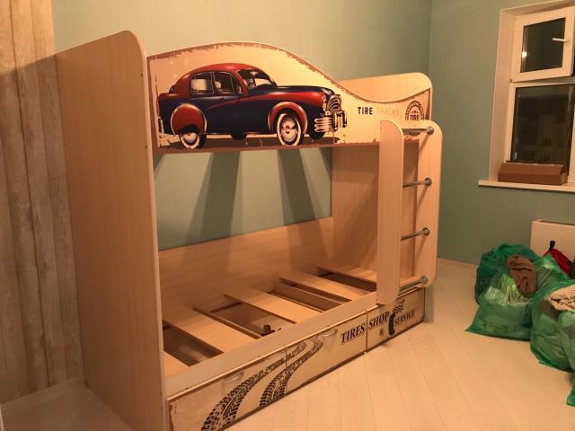 Продам новую 2-ярус Кровать с матрасом, самовывоз .