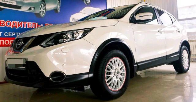 Продаю Nissan Qashqai 2016 г. в. V-2,0, CVT, 4 WD с кнопки. Самая полная комплектация LE + панорамная крыша, камера кругового обзора, кожаный салон. Комплект зимних резин в подарок. Один хозяин. Цена -- 1250 ₽   Срочно. Идеальное состояние. Не требует вложений. 89142326354