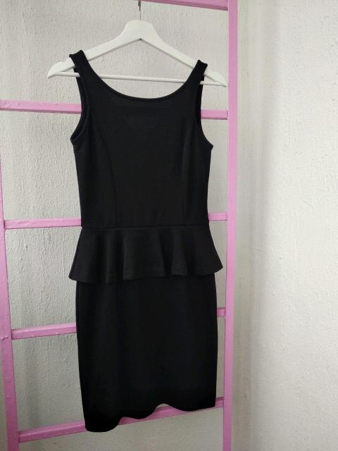Продаю 2 черных платья 42р. Коктейльное и универсальное 👍🏻 2 платья вместе = 650 р 😉 С доставкой и примеркой