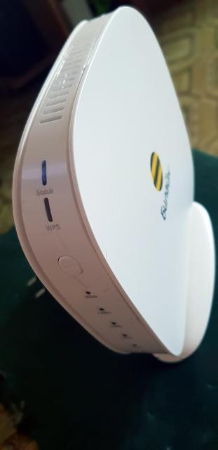 Продаю WiFi роутер 2.4ГГц на 300мбит, USB порт для подключения 4G модемов и USB флешек.  Роутер перешит в OpenWRT!  Подключается к любому проводному интернету