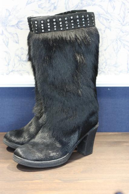 Сапожки Renaissance натуральная кожа, мех пони, утеплены овчиной, небольшой удобный каблучок, нескользкая подошва, очень удобные, в идеальном состоянии, 38 размер