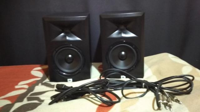 Отличные студийные мониторы для сведения и мастеринга аудио произведений. Были куплены год назад. Использовалась в домашней студии. Цена за пару