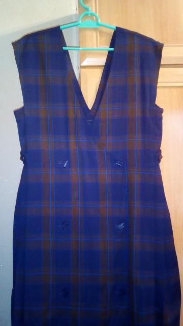 платье-сарафан для беременных р.48-52, сшито на заказ, регулируется по полноте по бокам застёжкой-патами и  складками, поэтому можно носить во время беременности и  после родов, ткань -  тонкая натуральная шерсть, можно носить с блузкой, водолазкой и т. д. - 750 руб.