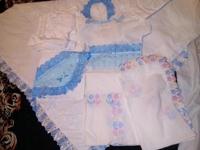 В комплекте: одеяло,распашонка,чепчик,пеленки